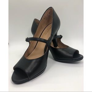❤️Naturalizer black peep toe heels